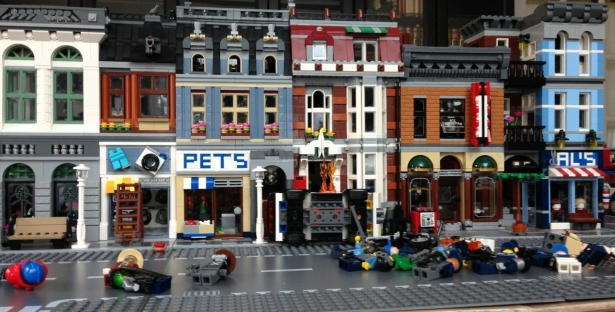 family-lego-city-display-front-e1493311369289.jpg