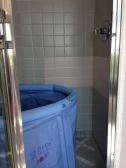 Hip high soaking portable tub