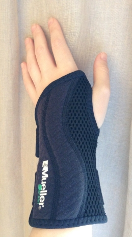 Wrist brace Mueller black - 2