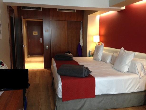 Barcelona Ramblas hotel bed - 1