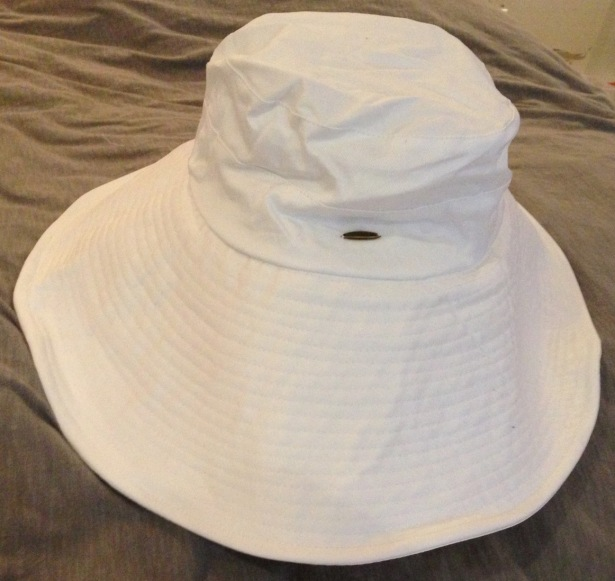 NZ capsule wardrobe sun hat