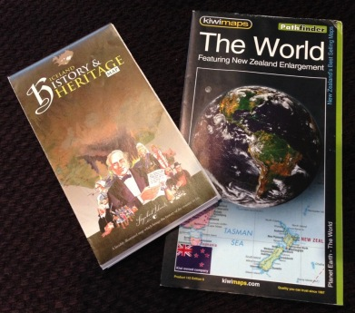 souvenir map Iceland New Zealand - 3