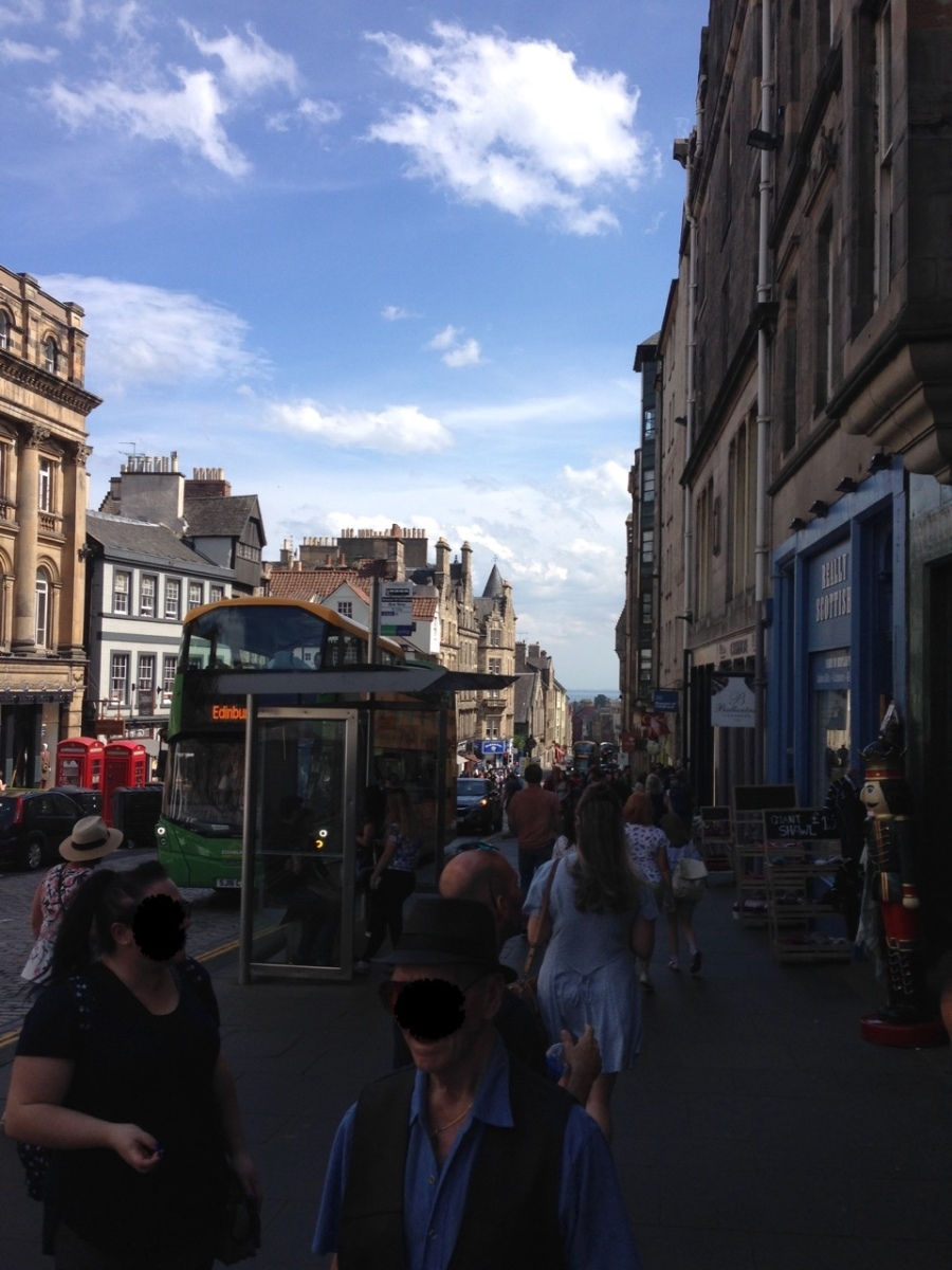 tourist crowd, Royal Mile, Old Town, Edinburgh, Scotland