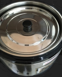 Thermal Cooker with both pots inserted and inner lid applied