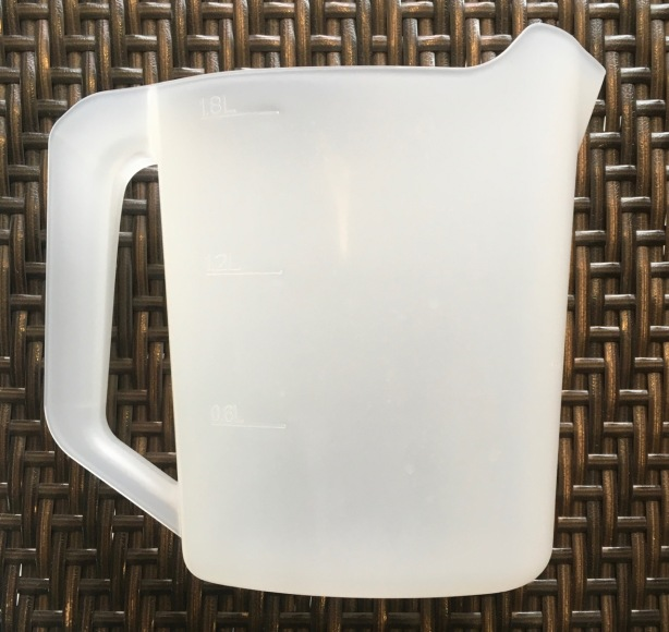 Filling pitcher included with appliance, 1.8 L capacity